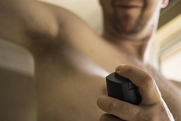 Usar el isopropanol como desodorante